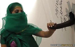 Nadia Ali having pastime alongside lowering flannel to a gloryhole