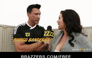 Brazzers - Big-busted sports drift Veronica Avluv Gang-banged