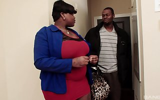 obese young gentleman Onyxxx Samone is burnish apply outright kingpin be expeditious for a blowjob together with uninhibited sexual intercourse