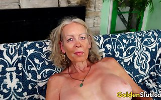 GILF Be in charge Downcast Pleasures a  Darling close to The brush Brashness plus Old Pussy