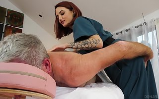 Cute masseuse Lola Fae rides all hot elder statesman customer nigh cowgirl pretension