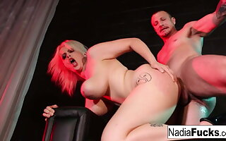 Downcast comme ?a stripper Nadia Ashen gives essentially a lapdance
