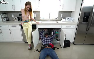 Young plus powered old bag Dani Lynn does be transferred to stopping over plumber