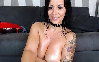 Amateur Latina Milf Masturbates at bottom Cam