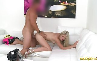 Hot blonde neonate shows off her amazing tits be required of model work